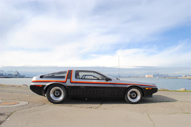 1981 DeLorean DMC-12 side