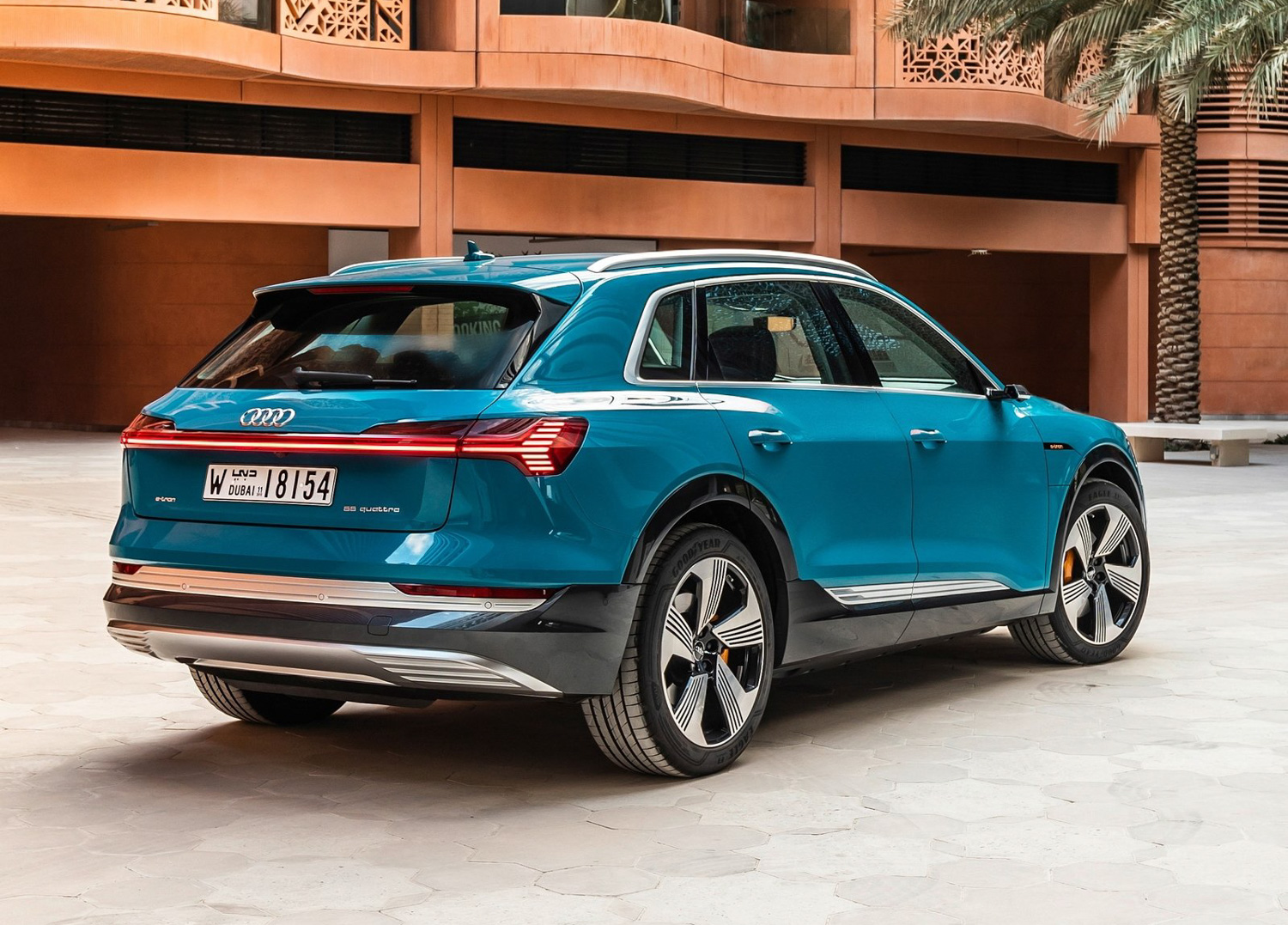 2020 Audi e-tron 3/4 rear blue