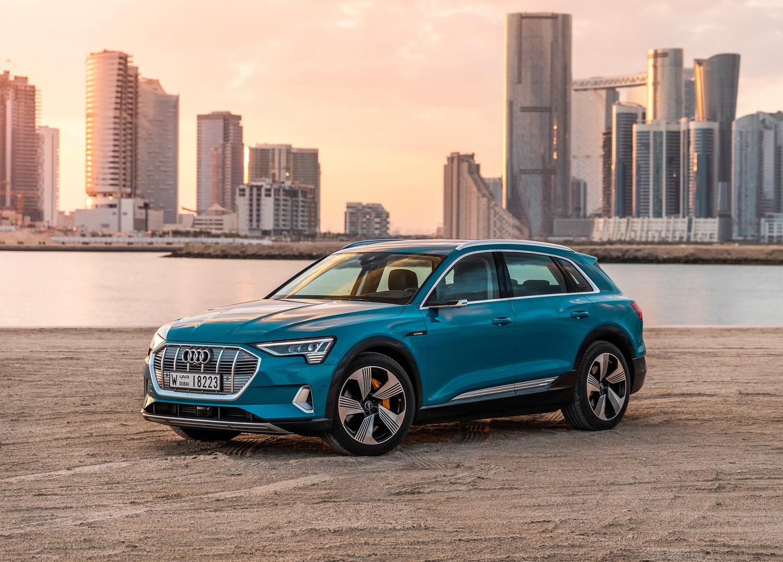 2020 Audi e-tron 3/4 front blue