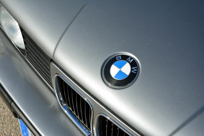 BMW M5 (E34) hood badge
