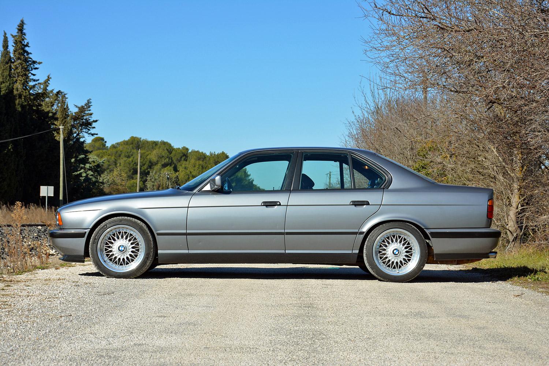 BMW M5 (E34) side profile