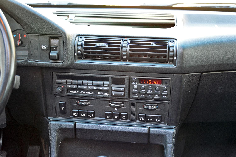 BMW M5 (E34) radio