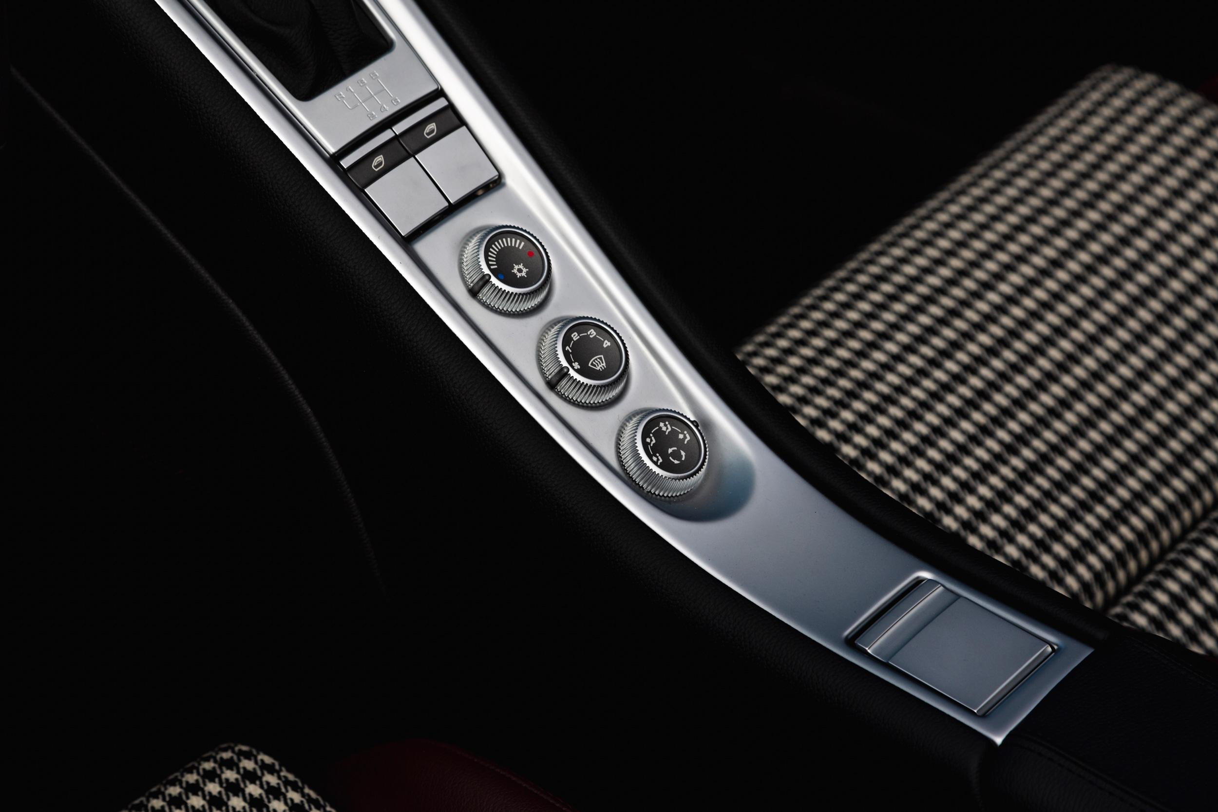 2019 Porsche Carrera GT center knobs