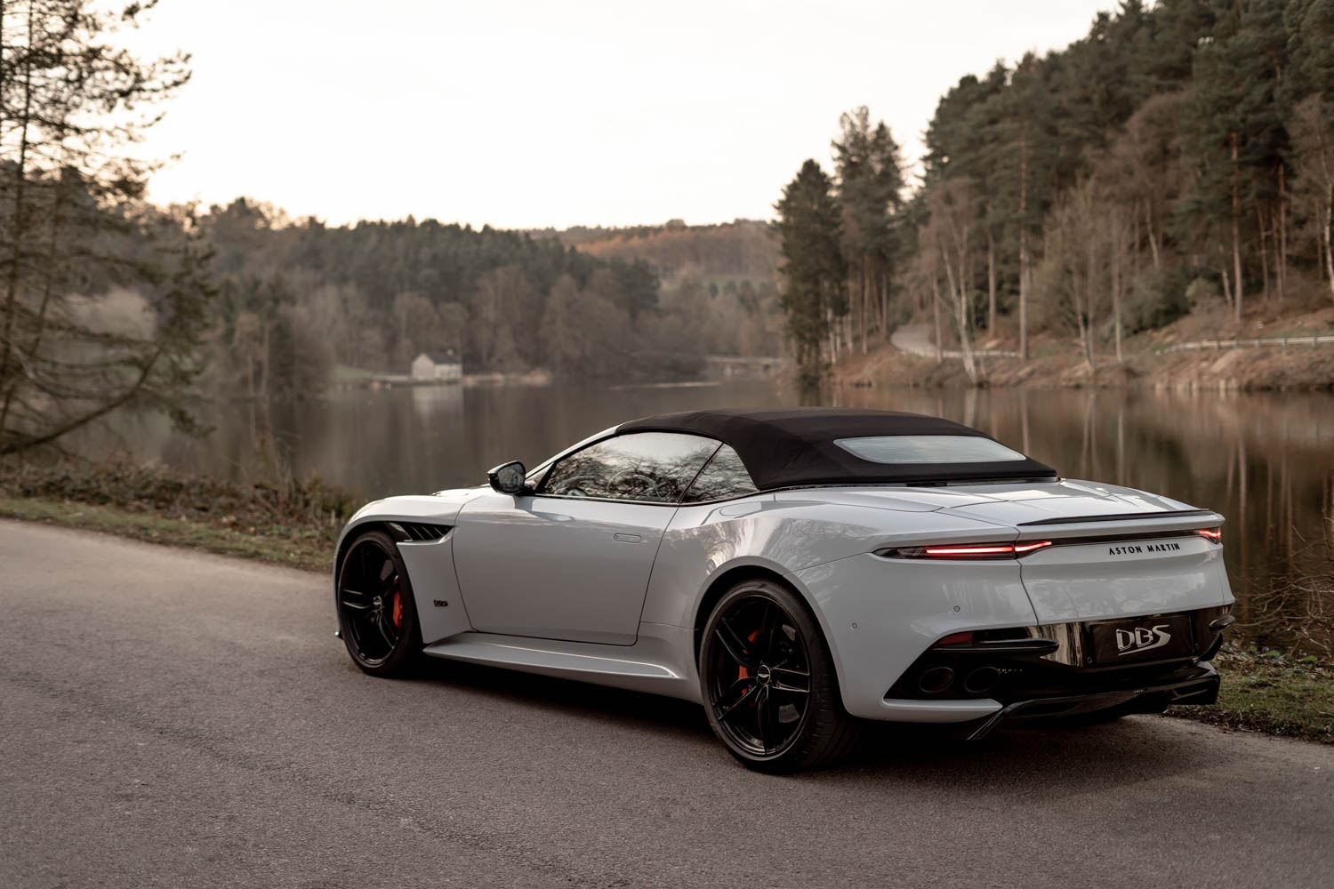 Aston Martin DBS Superleggara Volante top up