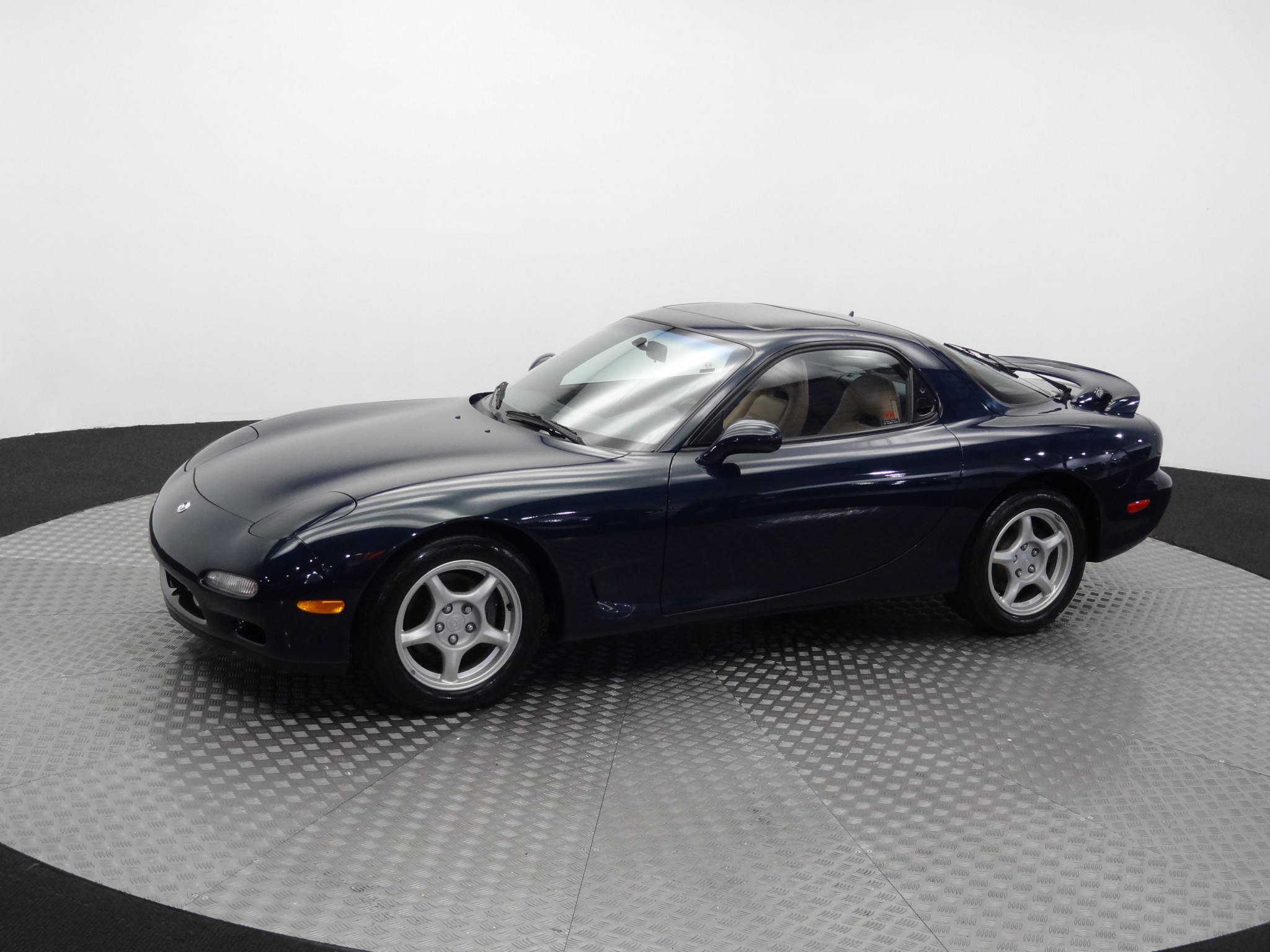 This gorgeous 1994 Mazda RX-7 FD Touring just sold for $70,000, setting new record thumbnail