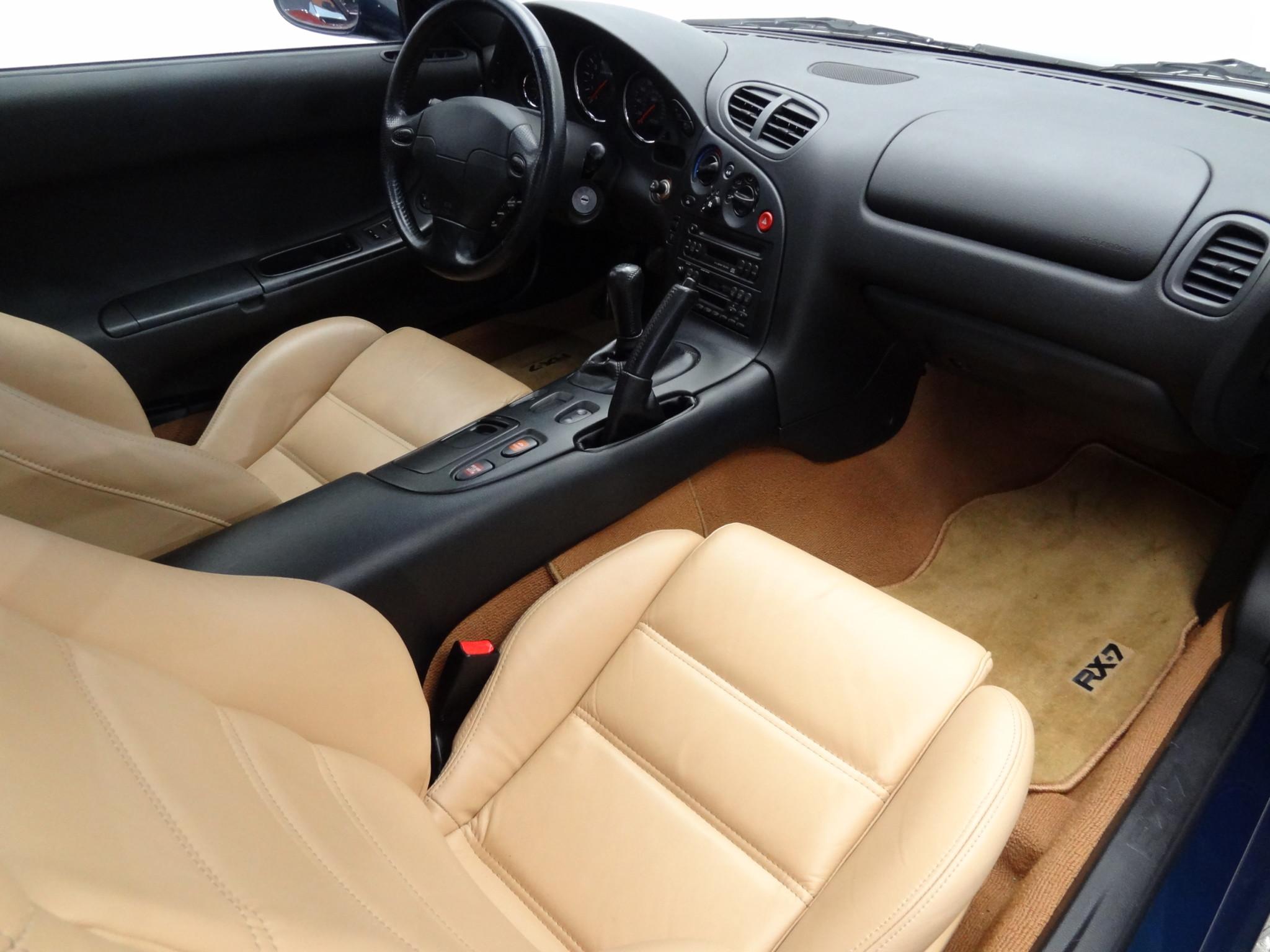 1994 Mazda RX-7 interior passenger