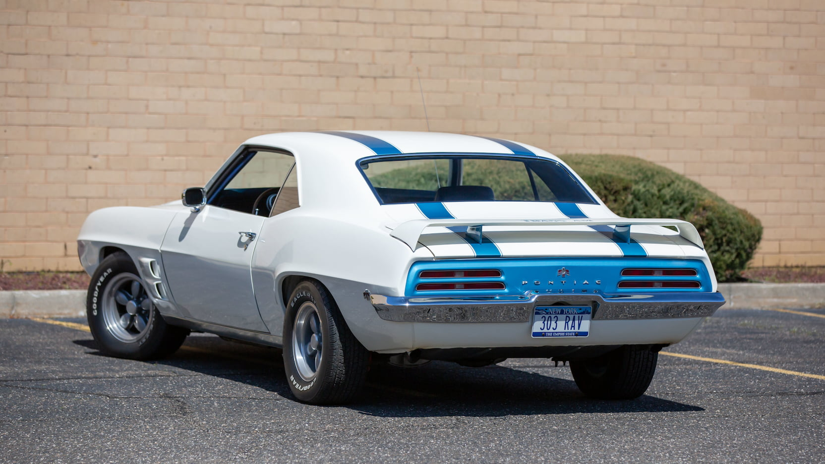 1969 Pontiac Trans Am 303 Ram Air V rear 3/4