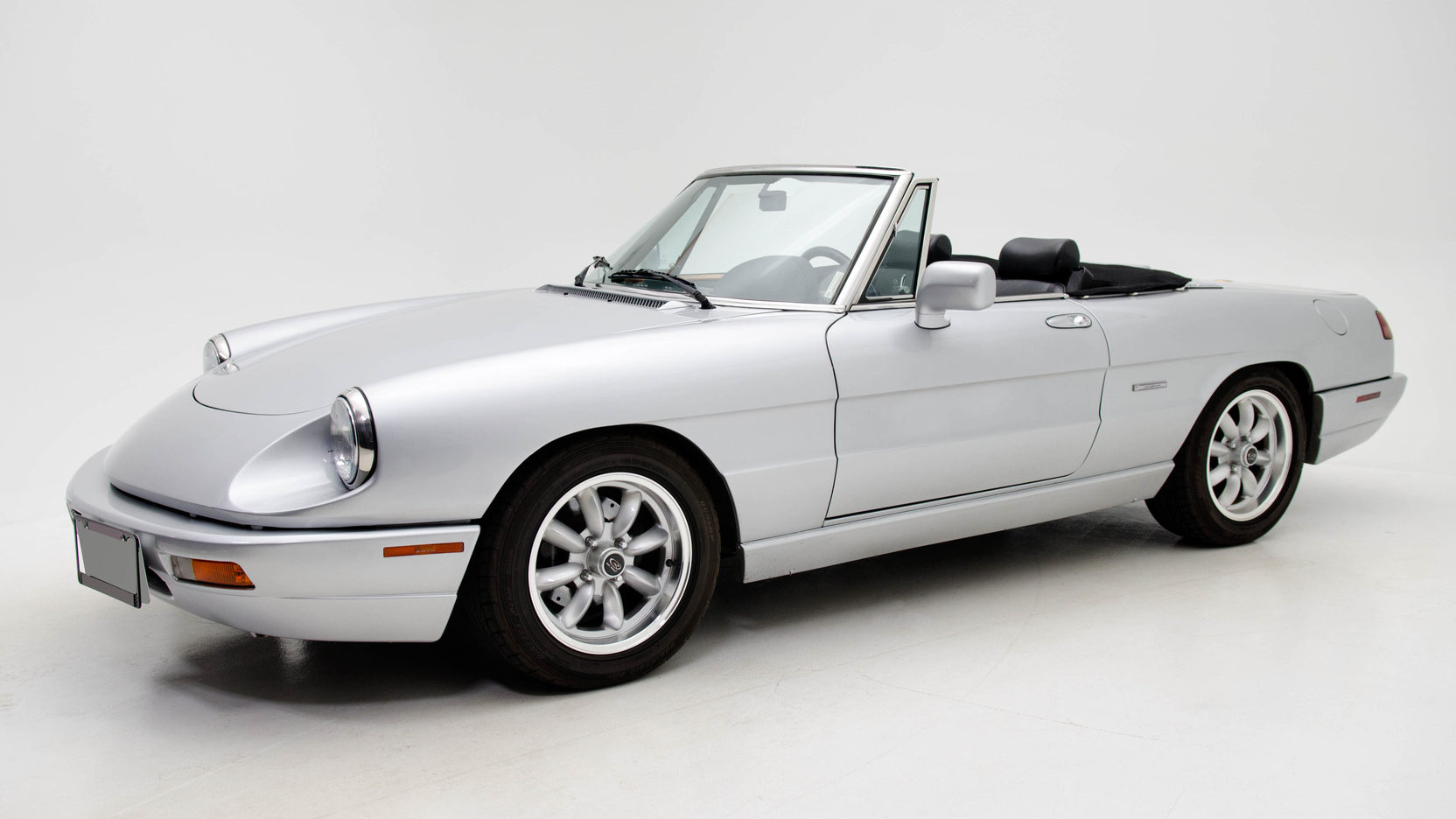 The 1991–95 Alfa Romeo Spider is a lovely roadster alternative, but approach with caution thumbnail
