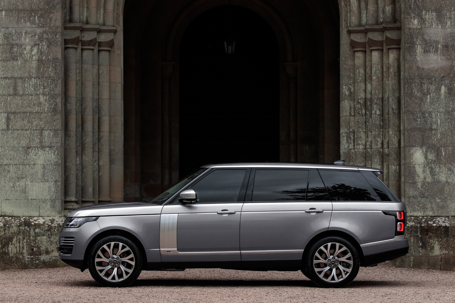 Range Rover adds two inline-six power plants  thumbnail