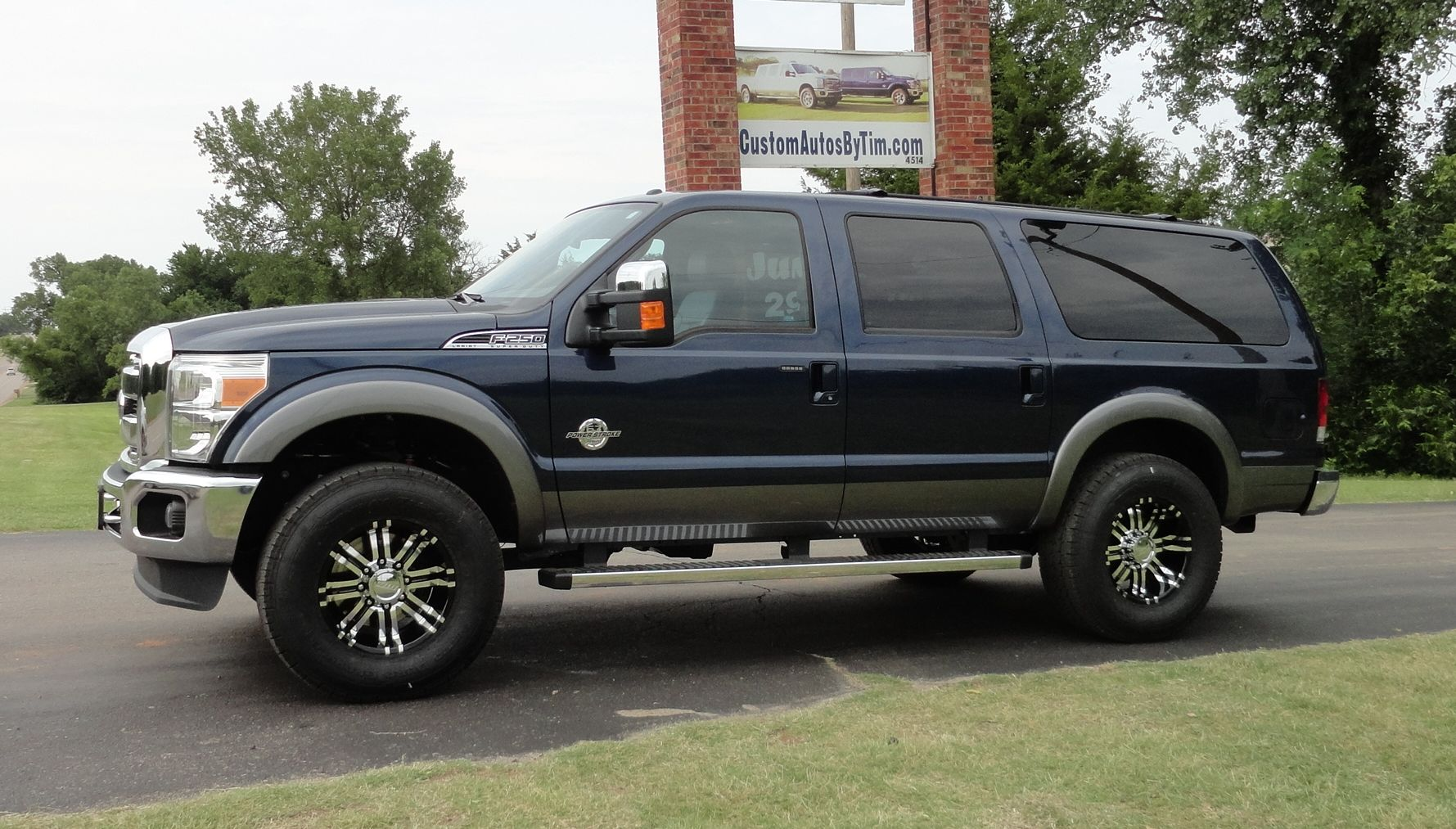 New Ford Excursion side profile