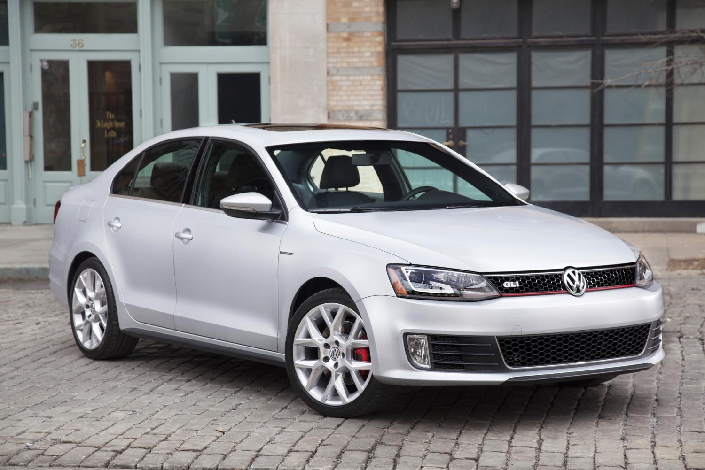 2014 Volkswagen Jetta GLI front 3/4