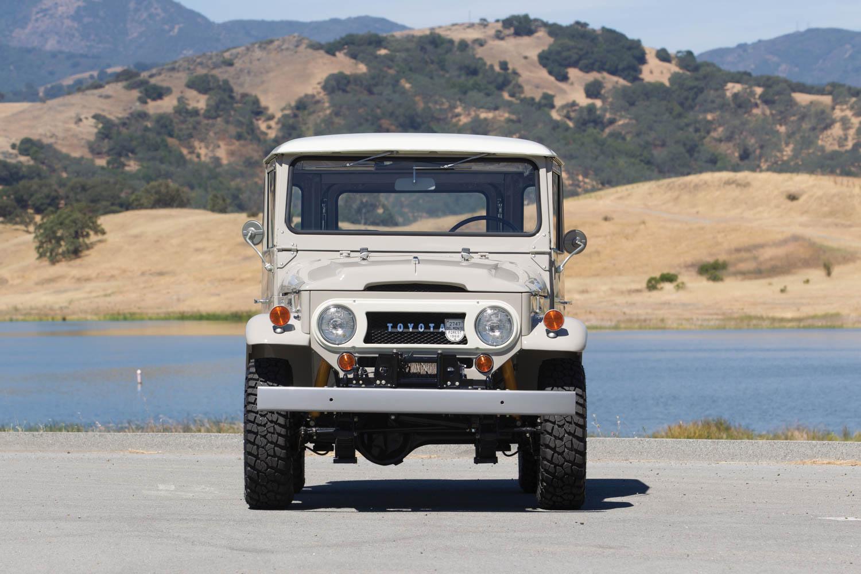 1968 Toyota Land Cruiser FJ40 front
