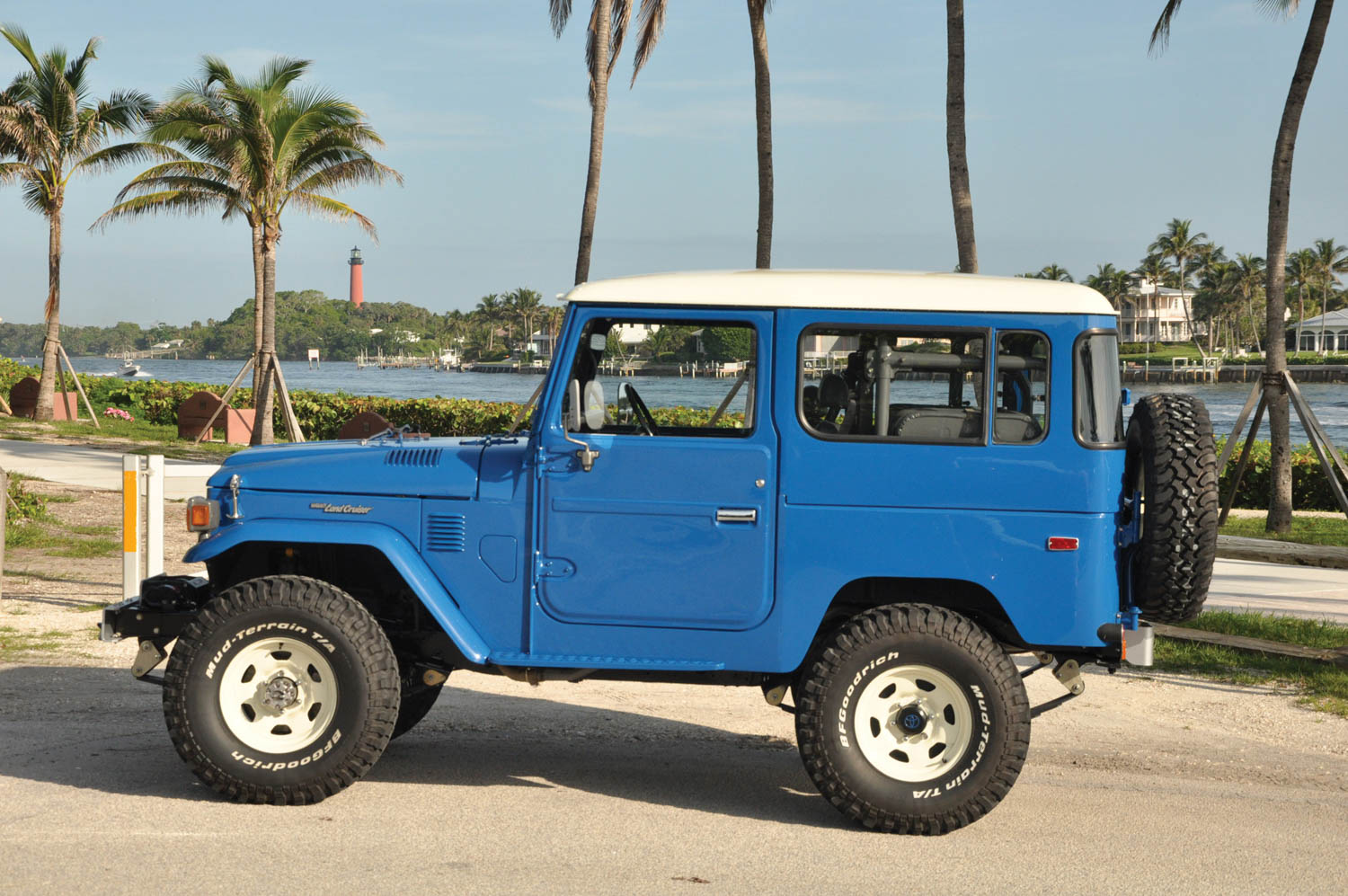 1982 Toyota Land Cruiser FJ40 profile