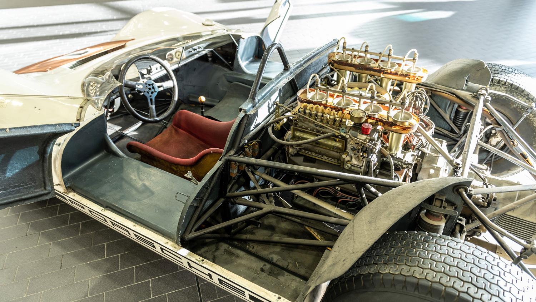 Porsche 910/8 Bergspyder under restoration