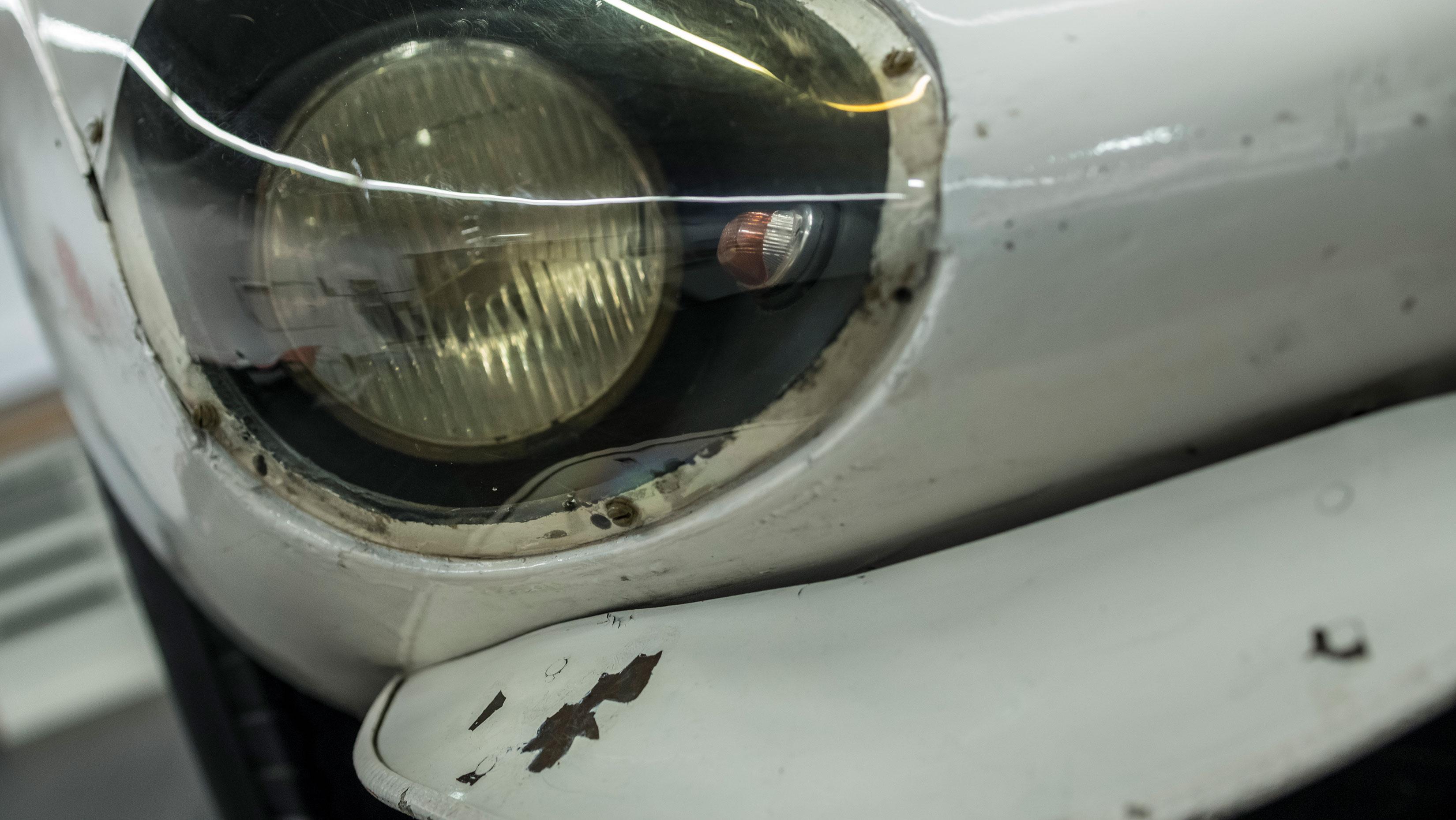 Porsche 910/8 Bergspyder headlight detail