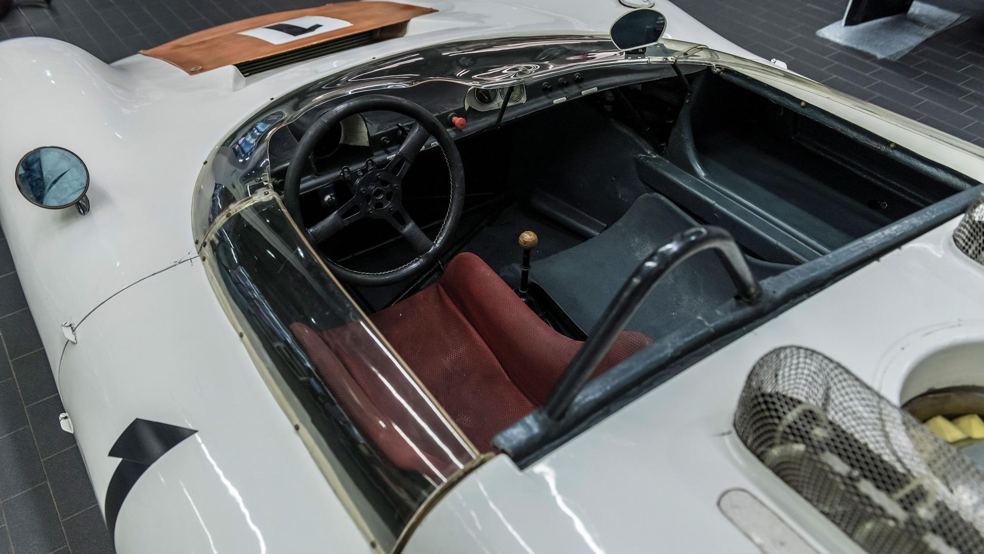Porsche 910/8 Bergspyder interior