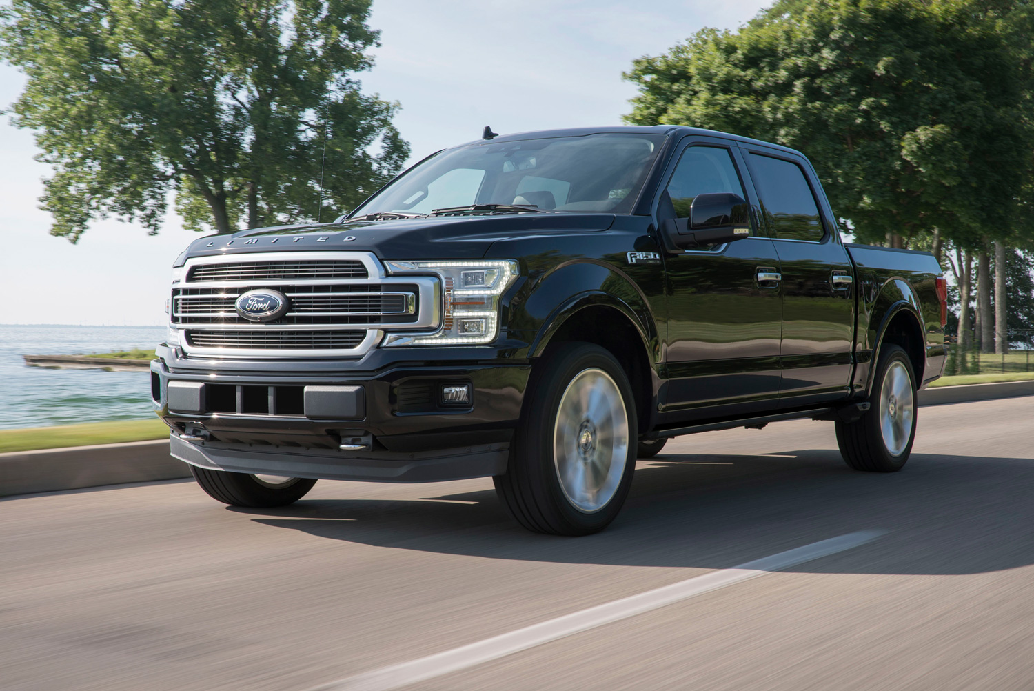 Ford scales back F-150 V-8 production amidst reduced demand thumbnail