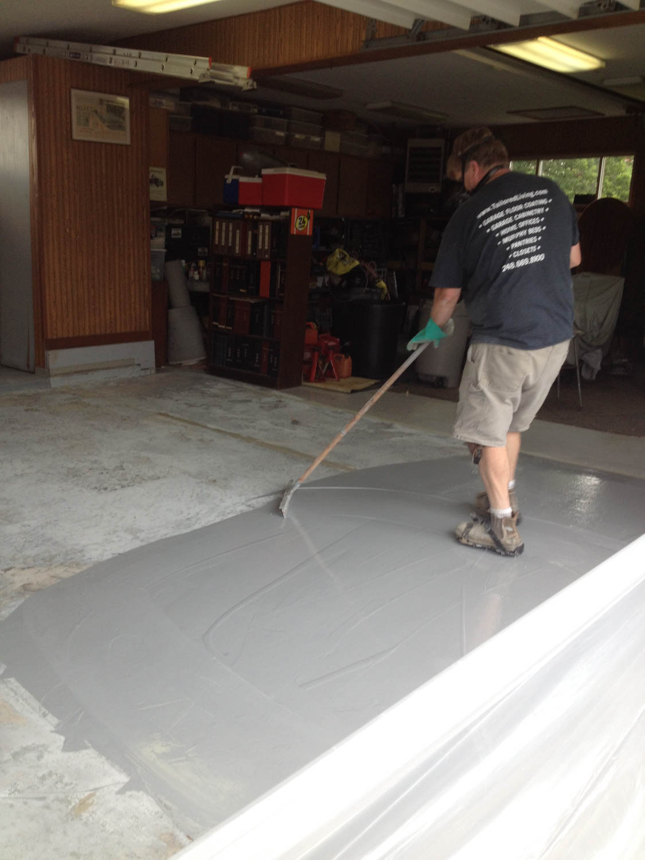 Spreading the floor coating