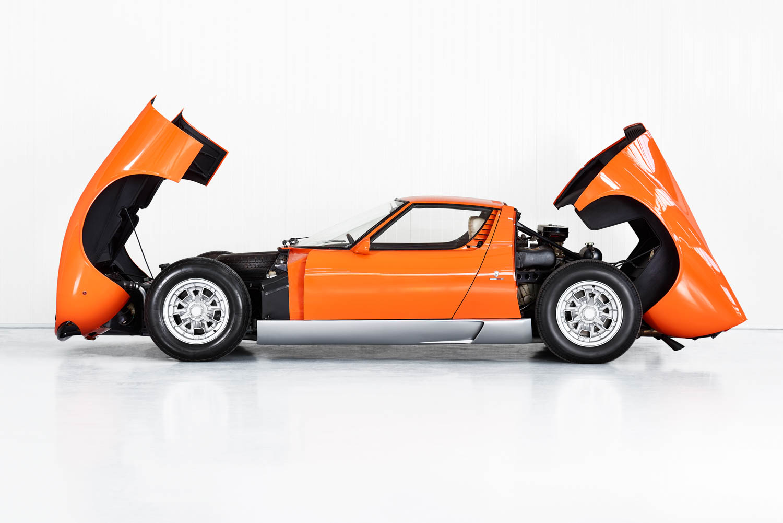 Lamborghini Miura P400 side profile