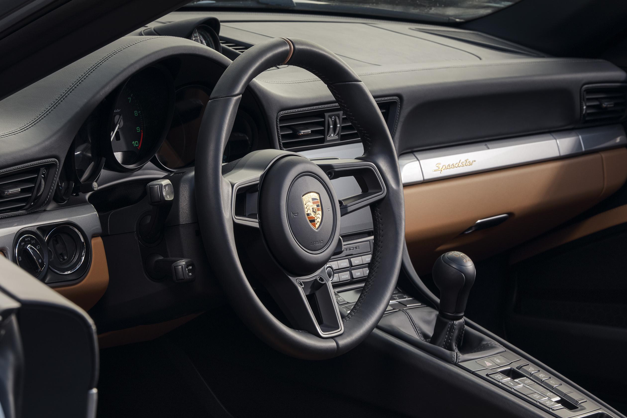 Porsche 911 Speedster steering wheel