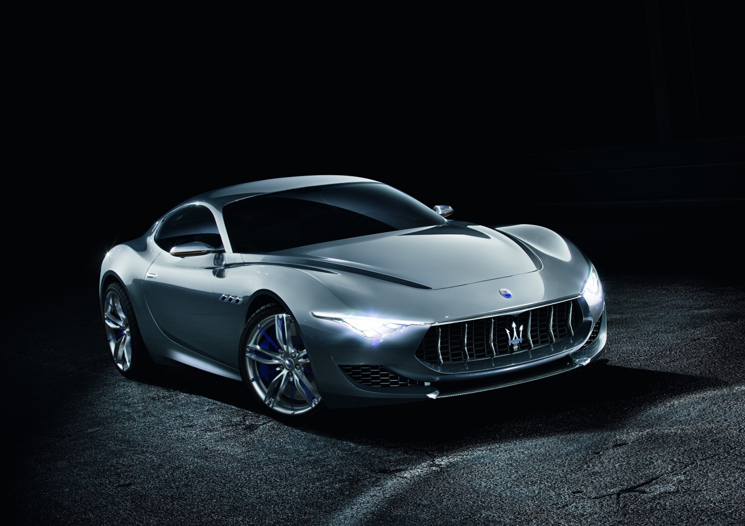 Maserati executive pledges brand will not go all-electric thumbnail