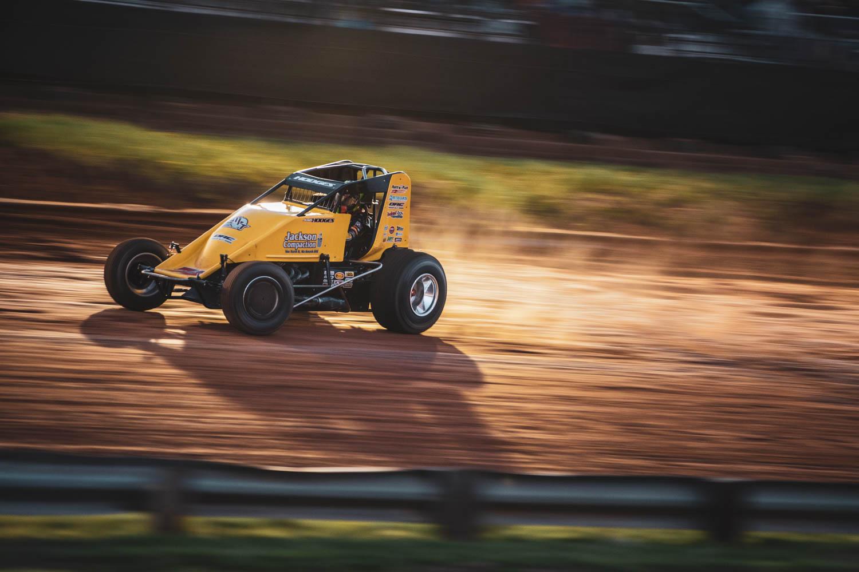 Dirt track sprint car racing