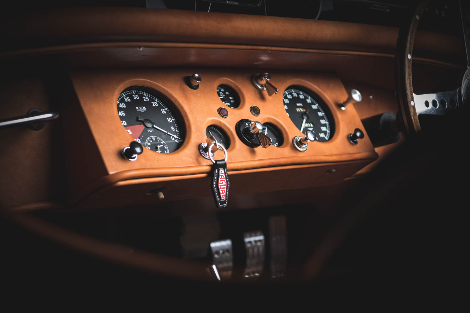Jaguar XK120 gauges