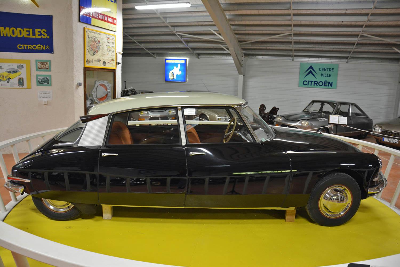 1955 Citroën DS 19 profile