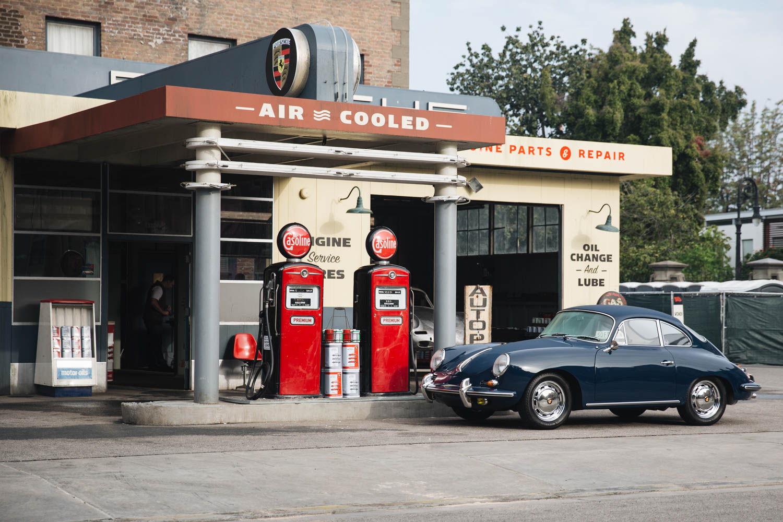 Luftgekühlt Porsche gas station