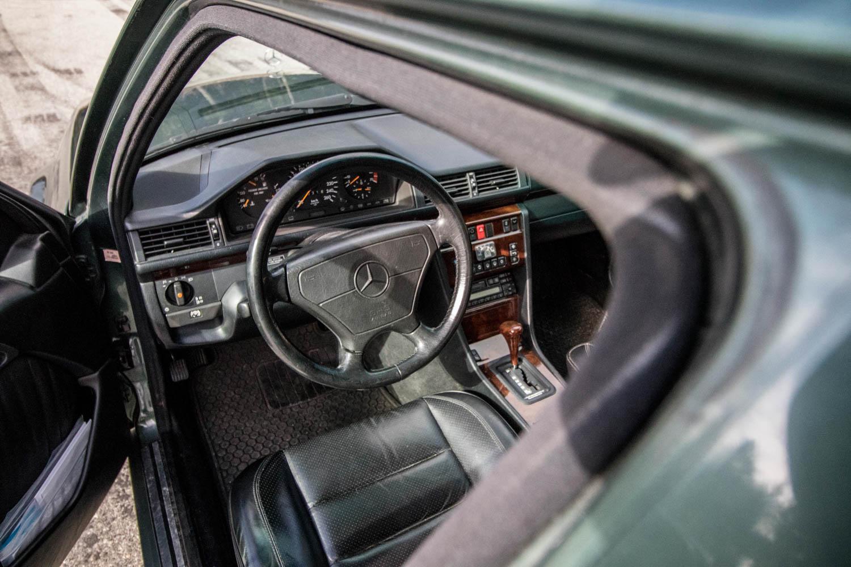 Mercedes-Benz 500E interior