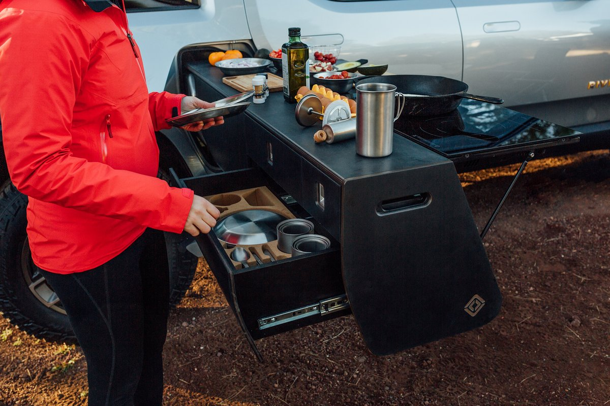 Rivian's Electric truck gets a new grill thumbnail