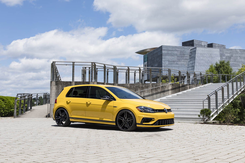 Volkswagen Golf R Spektrum Concept front 3/4