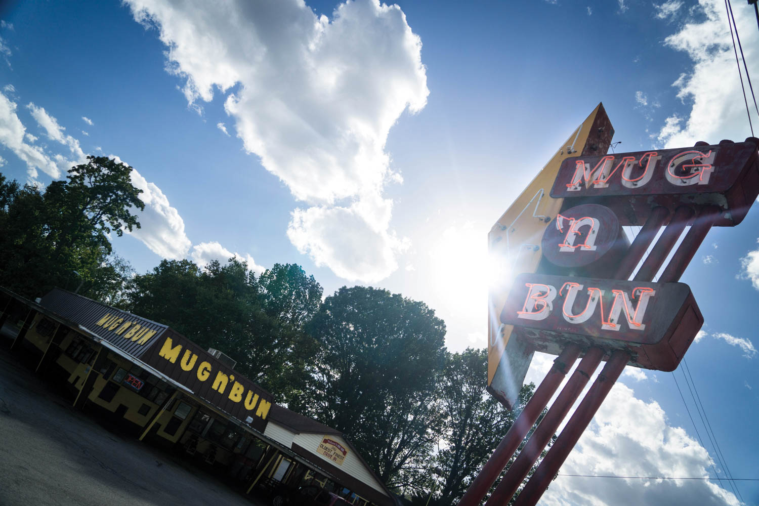 the Mug 'n Bun has served drive-in customers since 1960