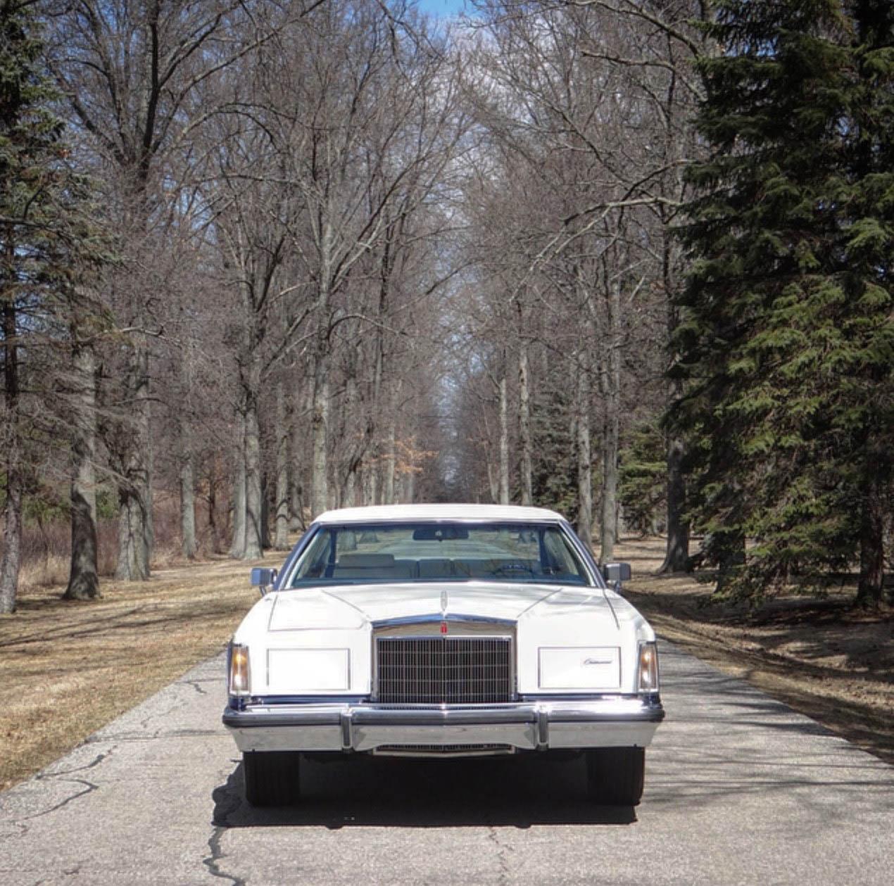 Lincoln Mark V front