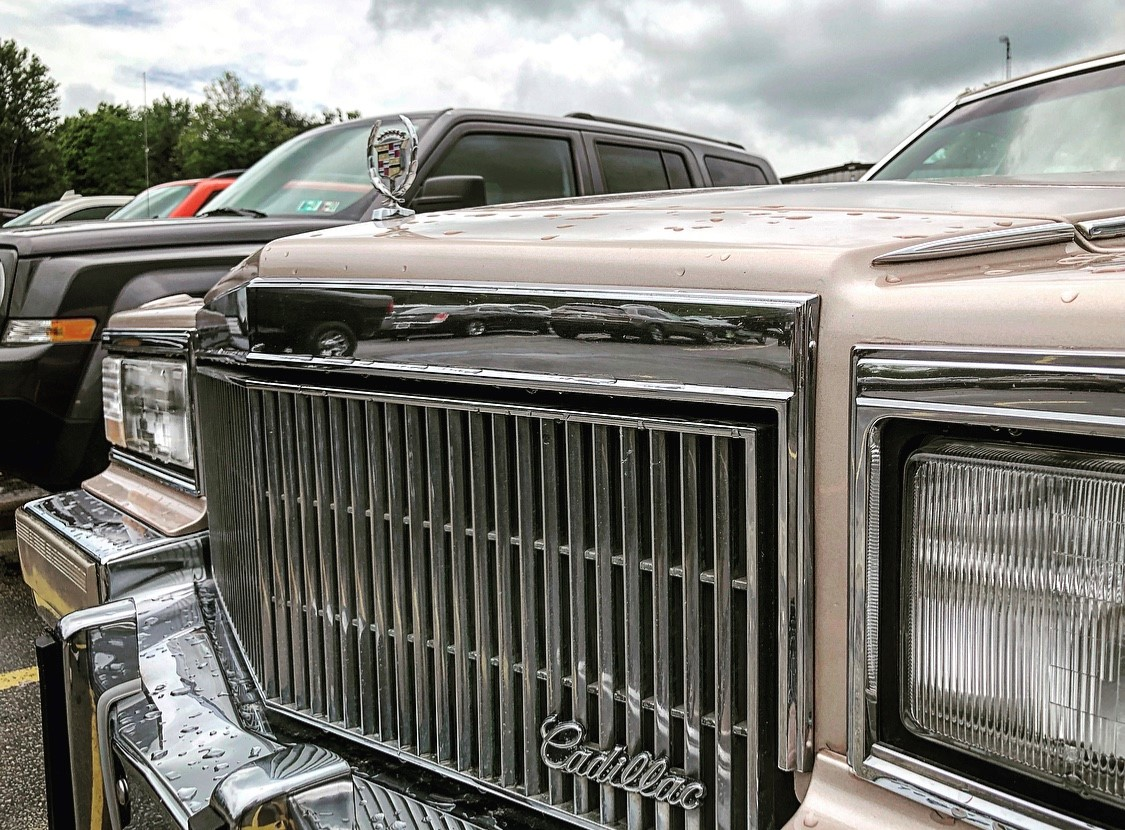 1992 Cadillac Brougham grille detail