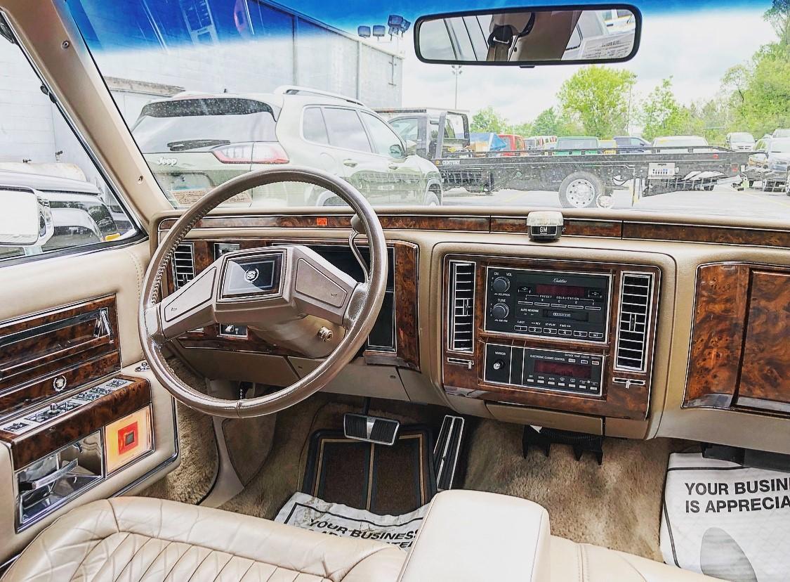 1992 Cadillac Brougham steering wheel