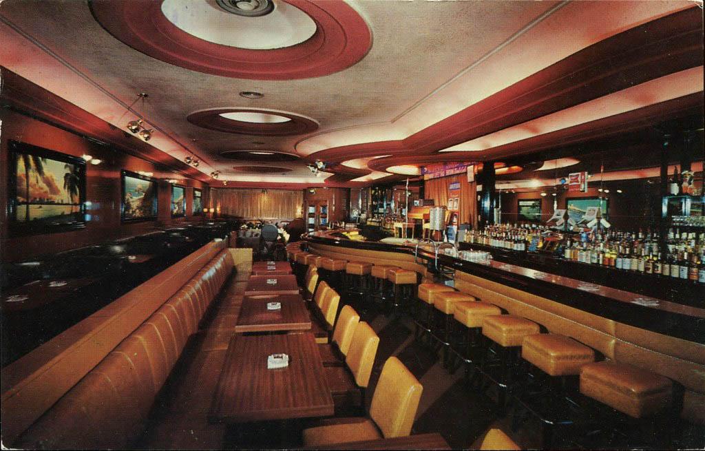 interior of Willis Show Bar