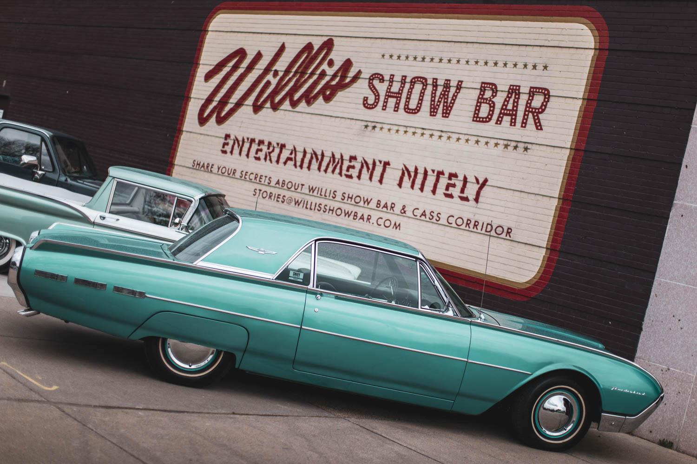 Willis Show Bar Thunderbird