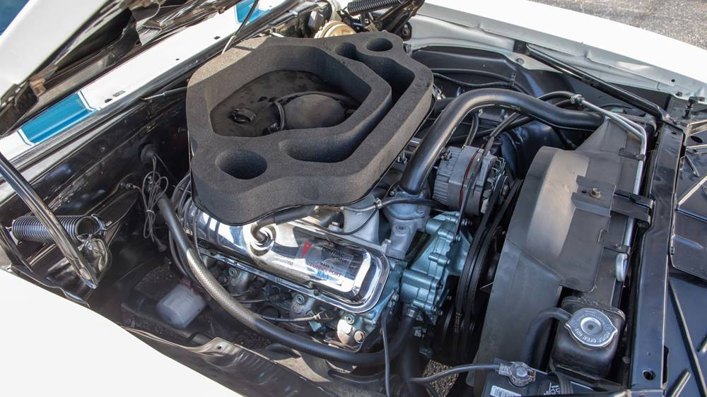 Pontiac Trans Am Ram Air V engine bay