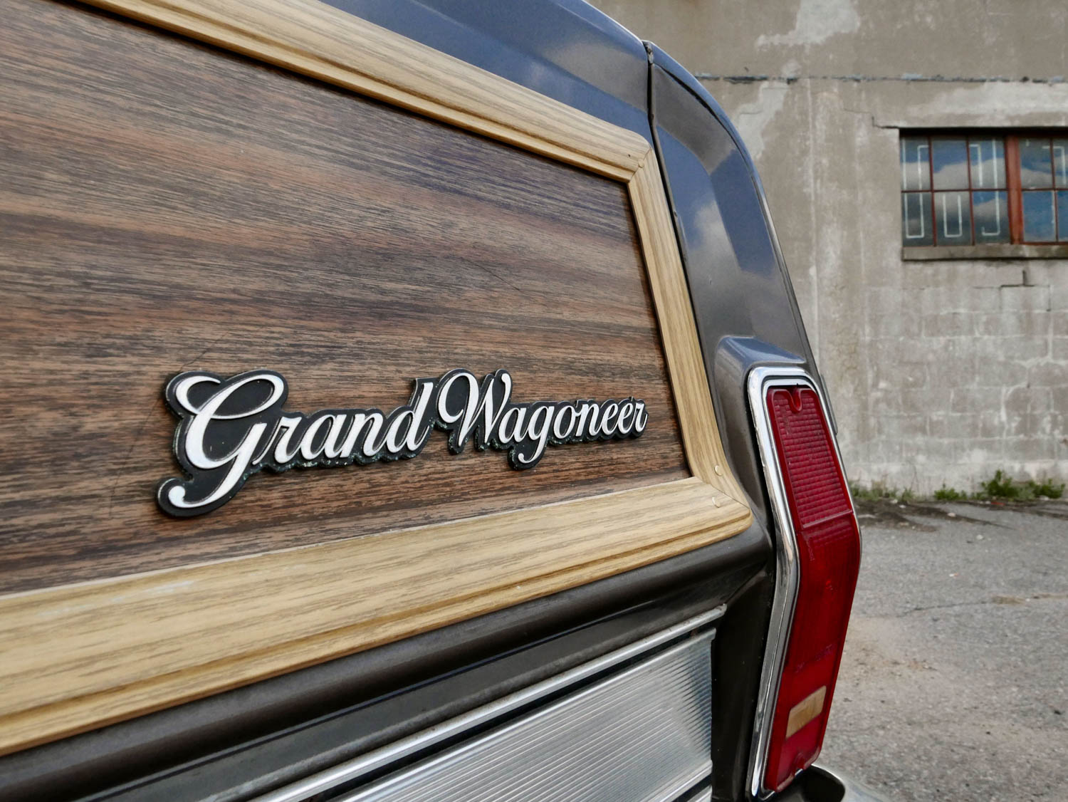 1987 Jeep Grand Wagoneer badge