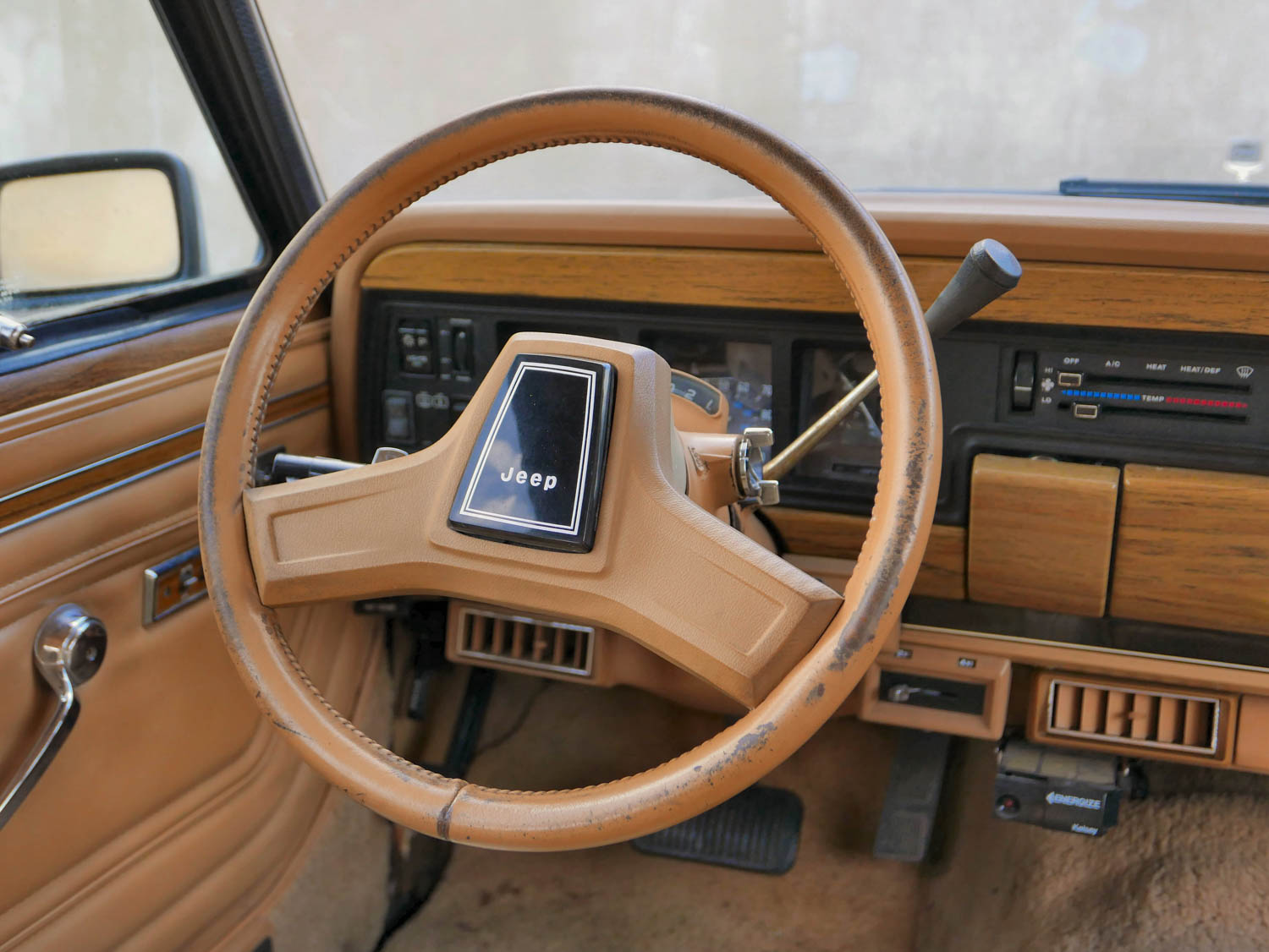 1987 Jeep Grand Wagoneer steering wheel