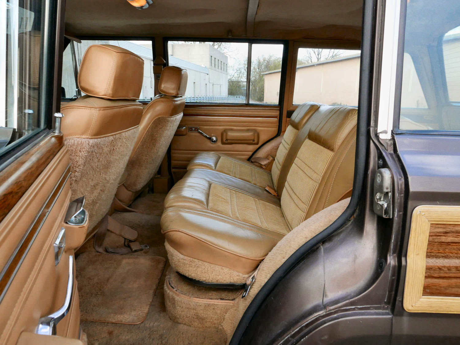 1987 Jeep Grand Wagoneer back seat