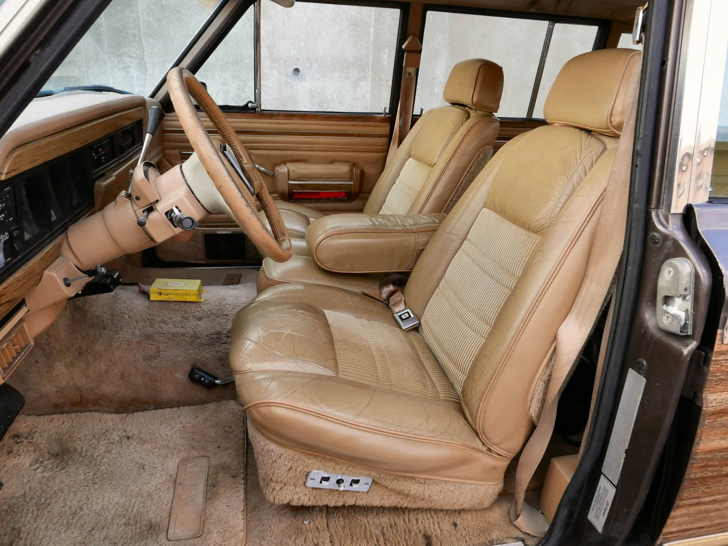1987 Jeep Grand Wagoneer front seat detail
