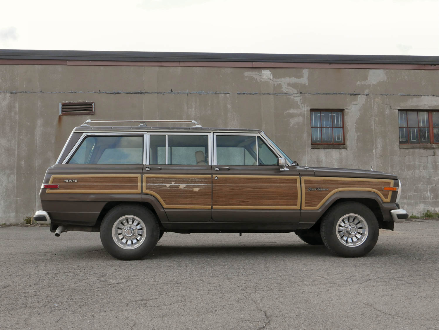1987 Jeep Grand Wagoneer profile