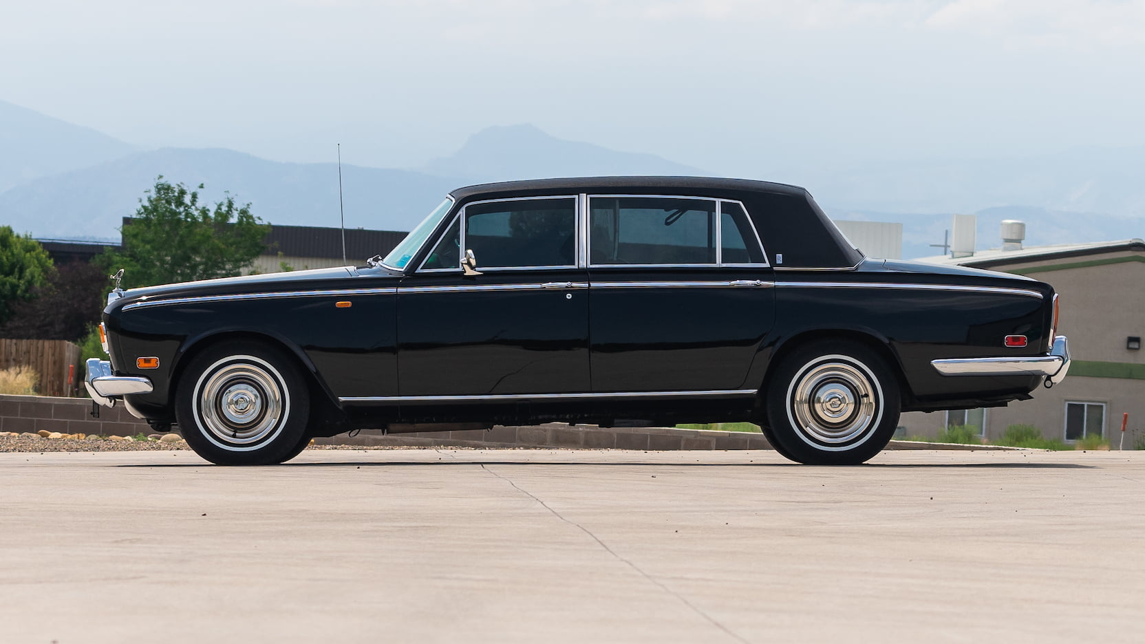 1971 Rolls-Royce Silver Shadow profile