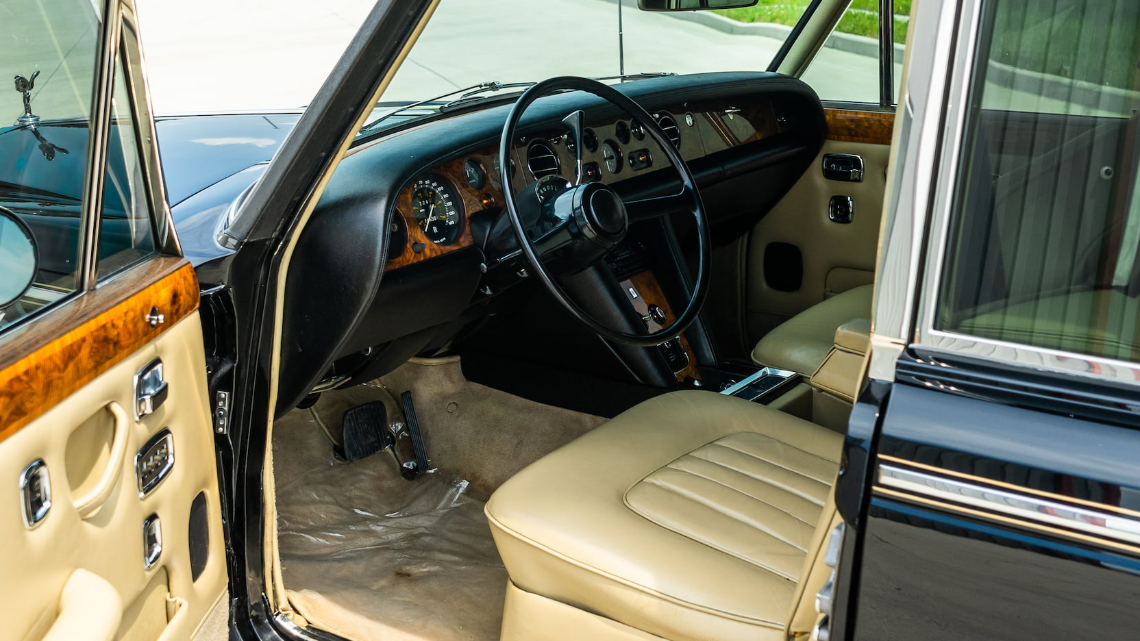 1971 Rolls-Royce Silver Shadow interior