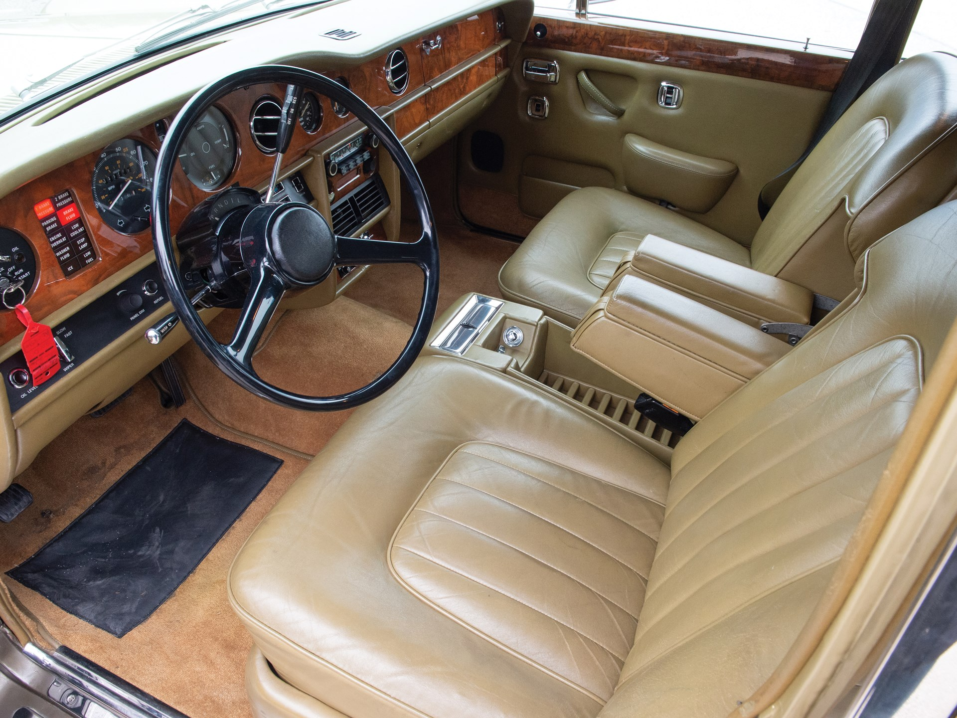 1979 Rolls-Royce Silver Shadow interior