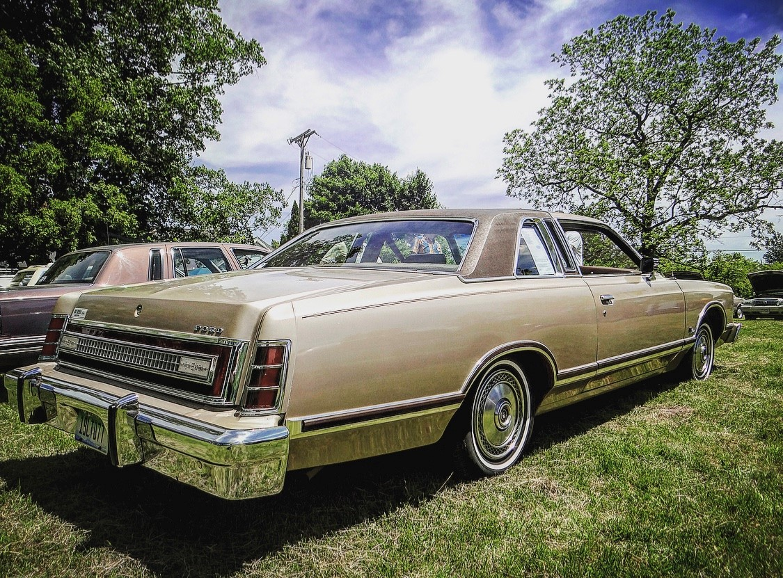 Ford LTD Landau rear 3/4