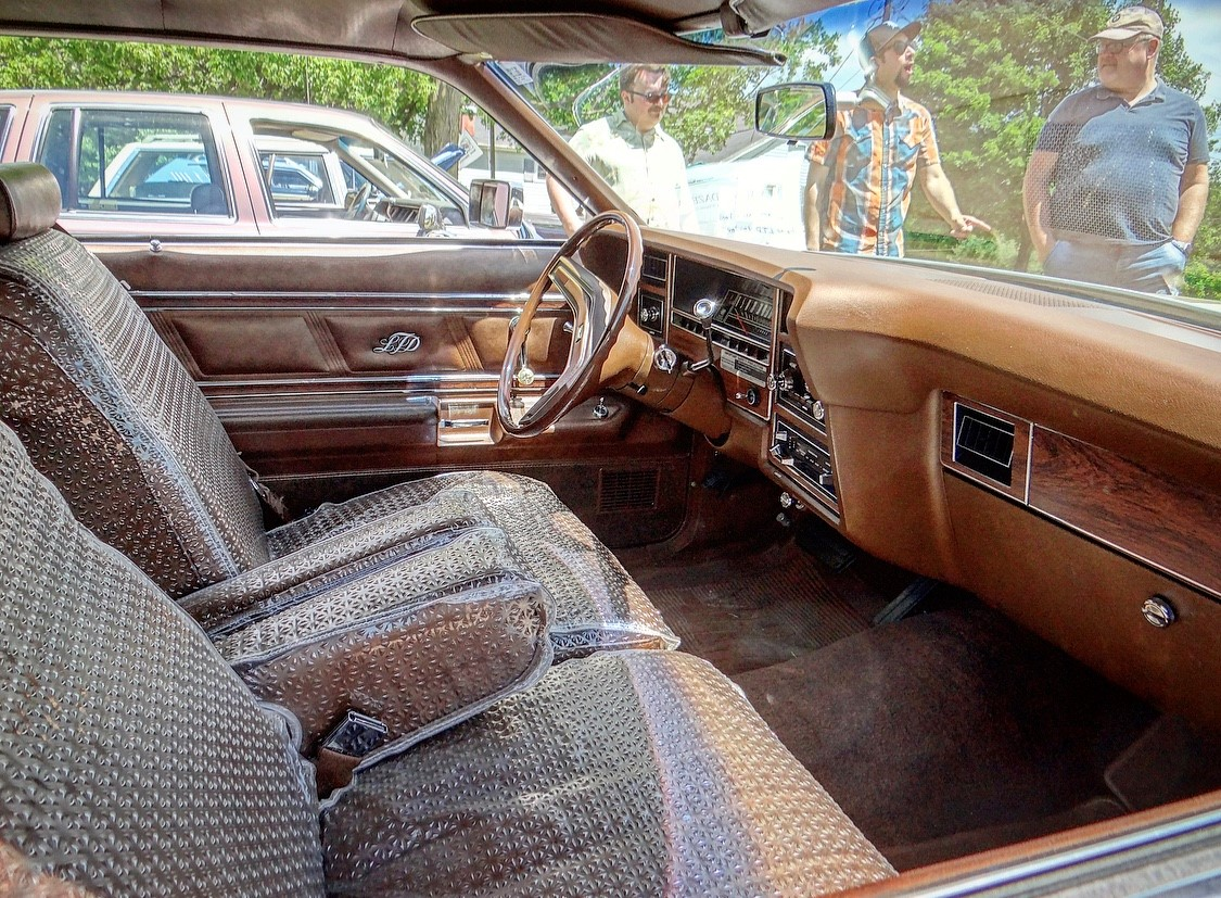 Ford LTD Landau interior