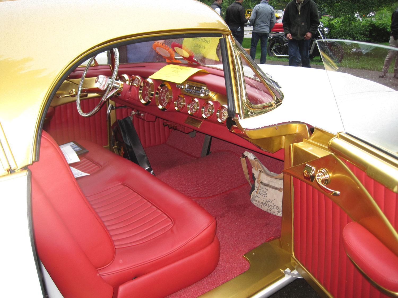 Cadillac Elegante Gold Ribbon